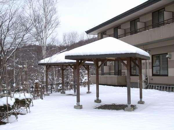 窓から広がる雪景色をご堪能ください。