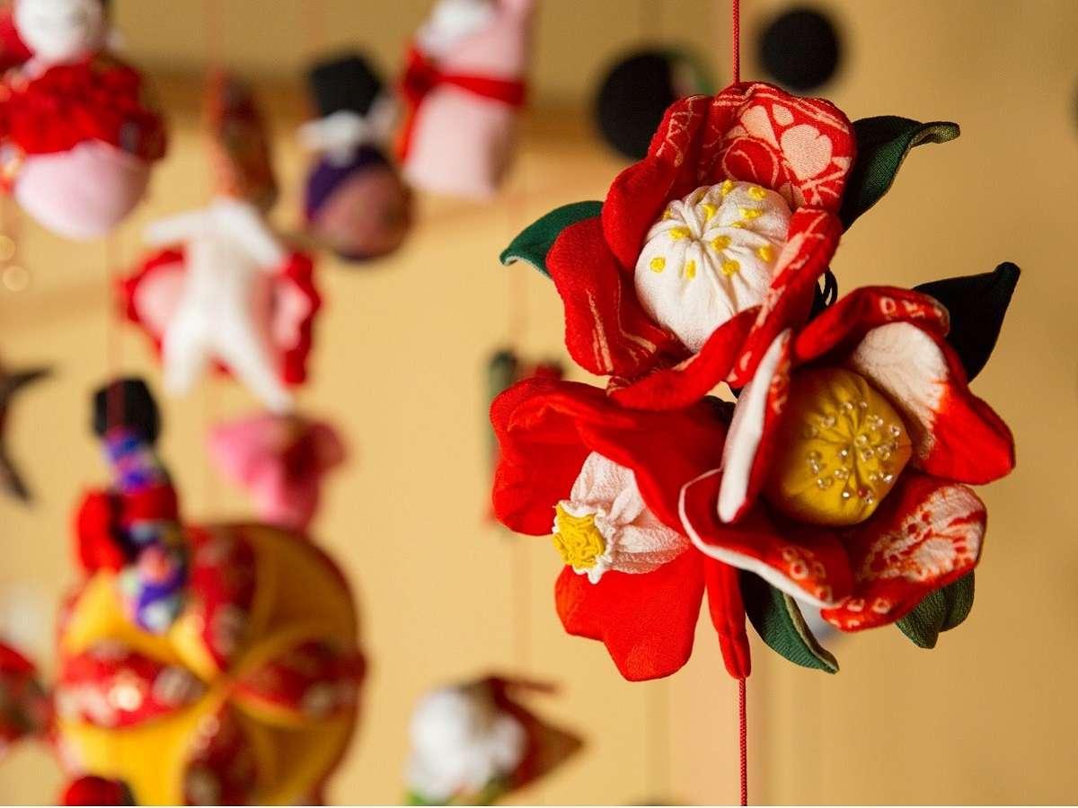 【特別和室】伊豆・稲取の伝統工芸の「つるし飾り」が、客室を彩ります。