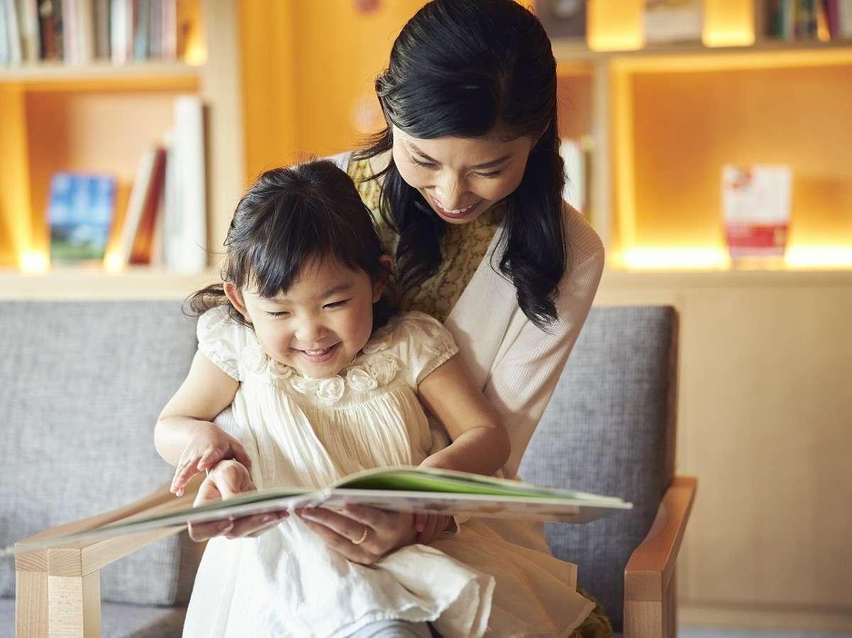 【トラベルライブラリー】伊豆にちなんだ本や、お子様向けの絵本も多数取り揃えています。