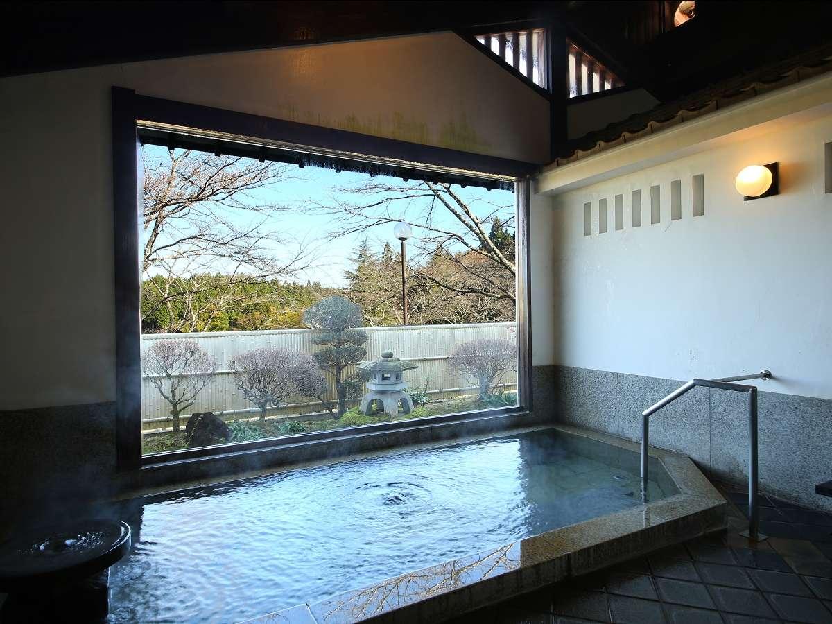 【男性大浴場】木曽の山並みが望めます