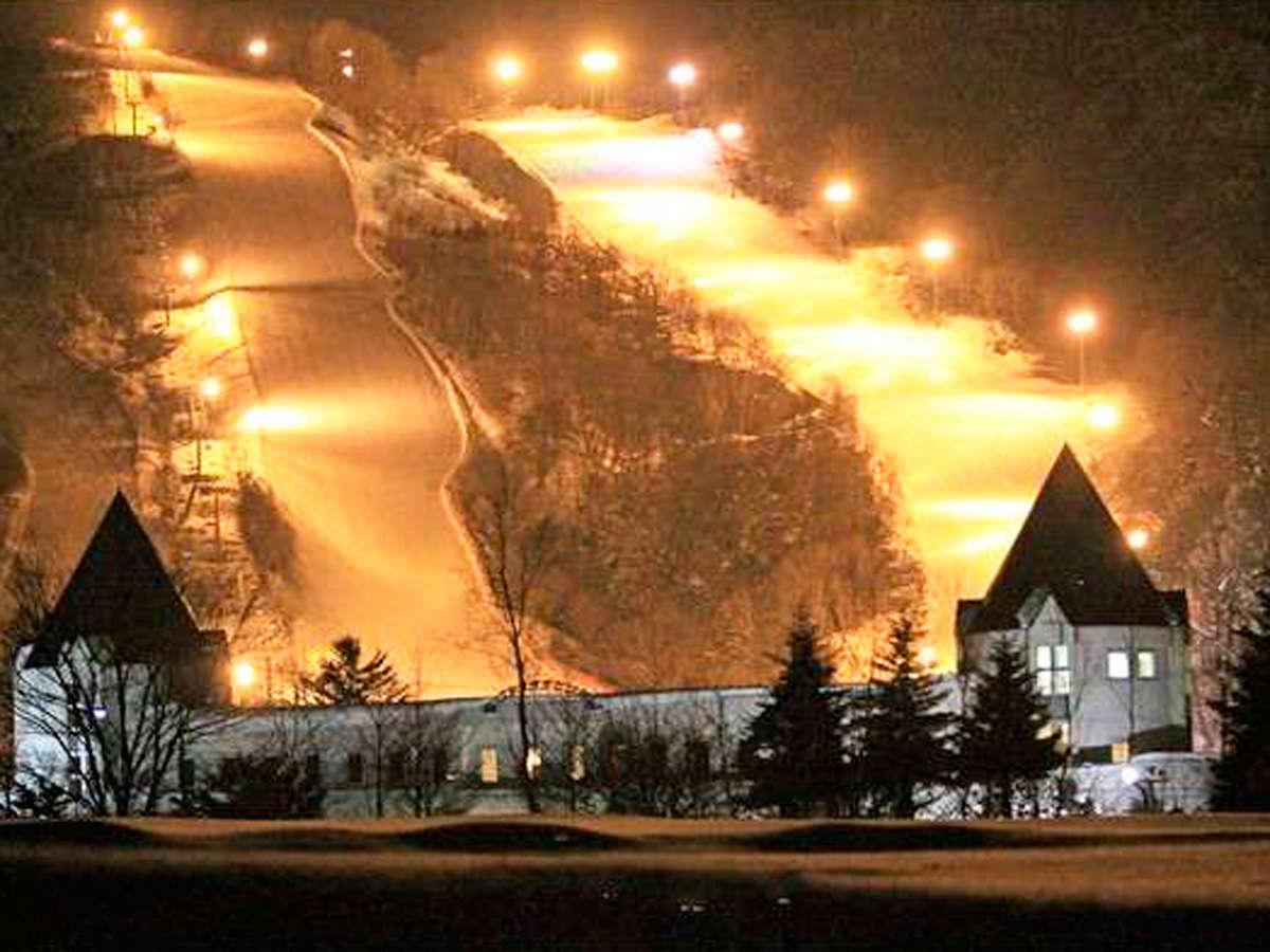 *外観/ピリカスキー場が目の前!アフタースキーは温泉でリラックス♪