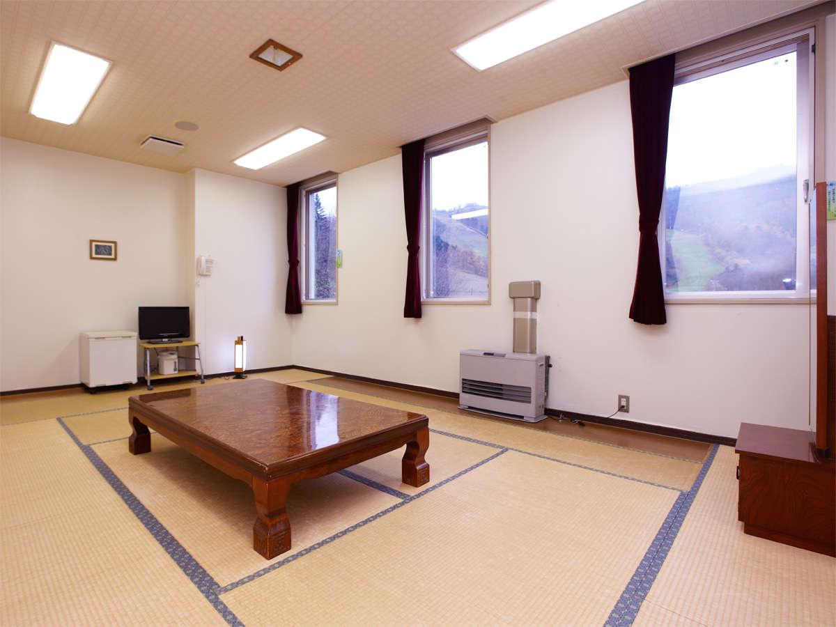 *和室10畳(一例)/1~4名様向けの広いお部屋です。