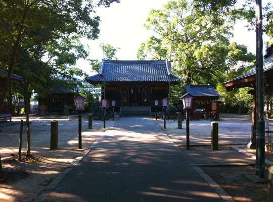 嬉野温泉 うれしの元湯より徒歩1分の所にある豊玉姫神社は美肌の神様「白なまず」が祭られている。