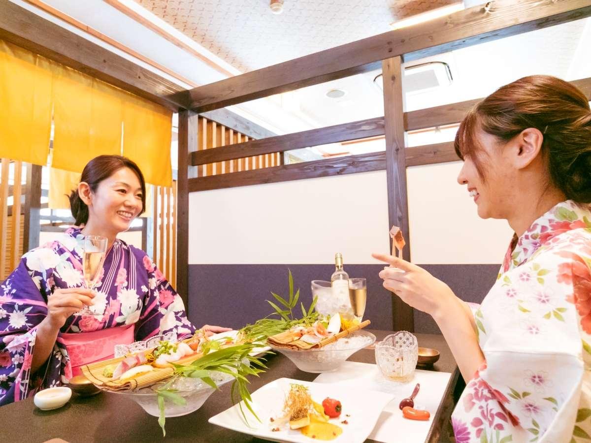 今回新設された、プライベート感溢れる半個室の食事会場。気兼ねないひとときを過ごすことができます。