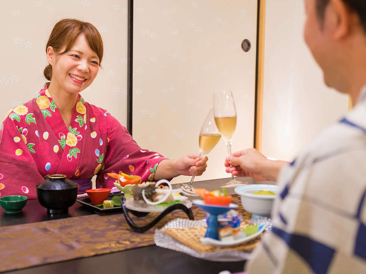 その瞬間、その場でしか味わえない食の 「一期一会」。プライベート空間を大切に、個室完備のお食事場所も