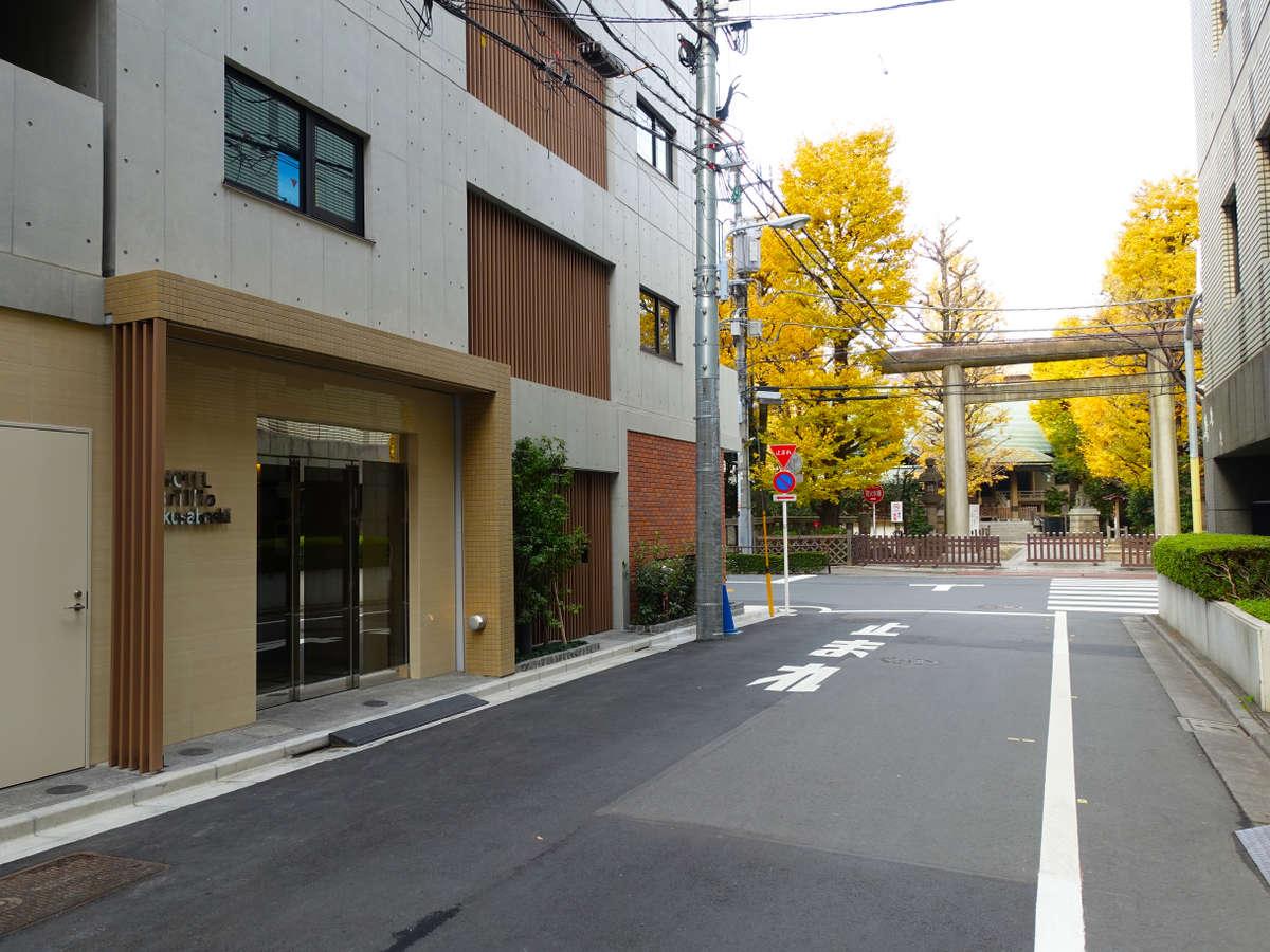ホテル前には第六天榊神社が鎮座しております。
