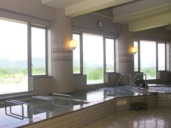 日高山脈を望む展望風呂♪ジャグジー風呂や、薬湯風呂、寝湯、打たせ湯、サウナ。旅の疲れを癒そう!