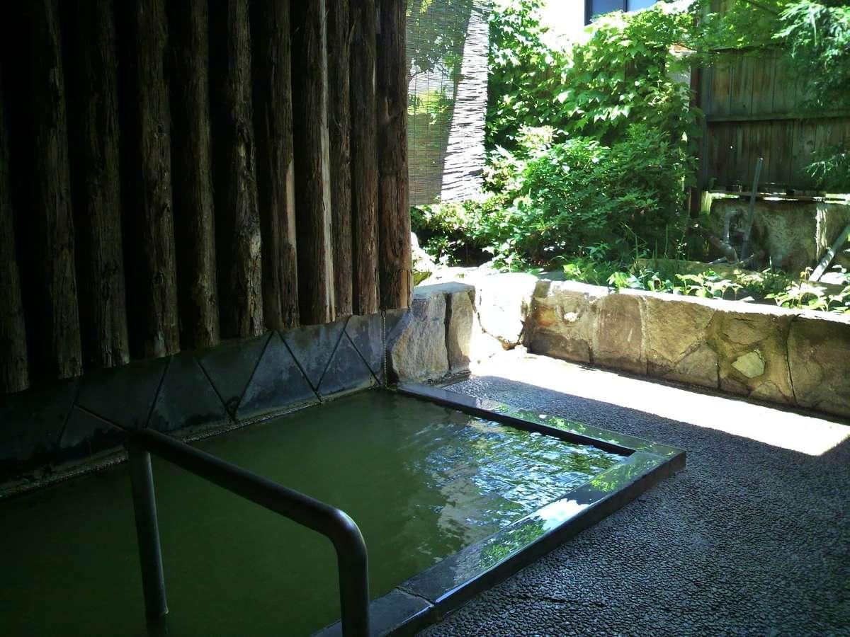 ワイルドな貸切露天風呂は無料で(ご利用は4月~11月)※悪天候時・冬期はお休みとなります
