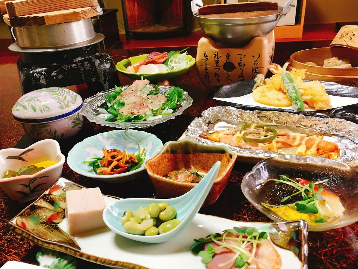 【夕食一例】お部屋食プランのお料理。季節ごとにお出しする内容は変わります