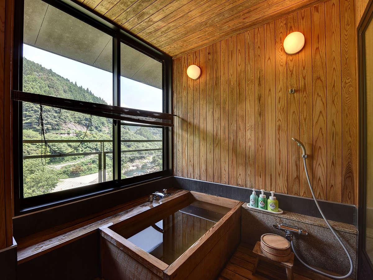 *展望風呂付客室。お部屋に展望風呂がついております。