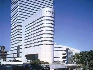 大宮駅方面より望むパレスホテル大宮。右奥が大宮ソニックシティホール。