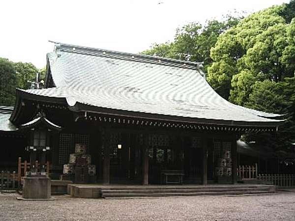 大宮の地名の由来「大いなる宮」氷川神社。当ホテルから徒歩にて約25分。お散歩にも初詣にもどうぞ。