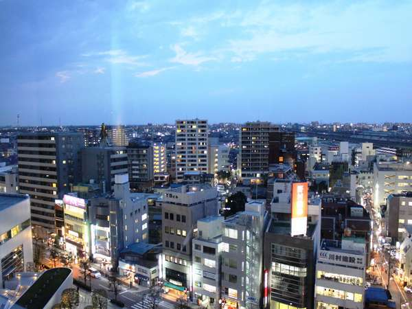 デラックスツイン(11階)からの夜景(日暮れ時の撮影です)