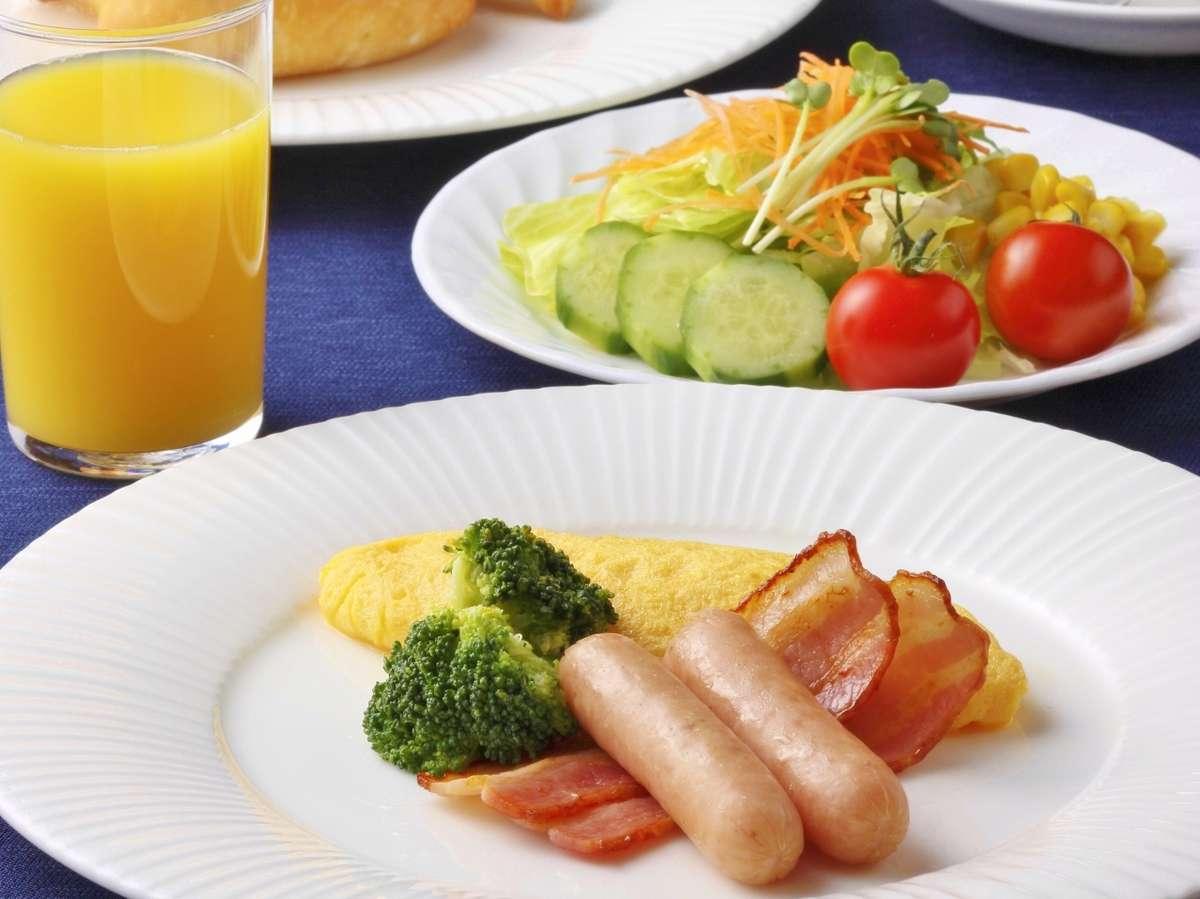 朝食の洋食メニュー一例 オムレツはできたてアツアツをご提供 ※イメージ