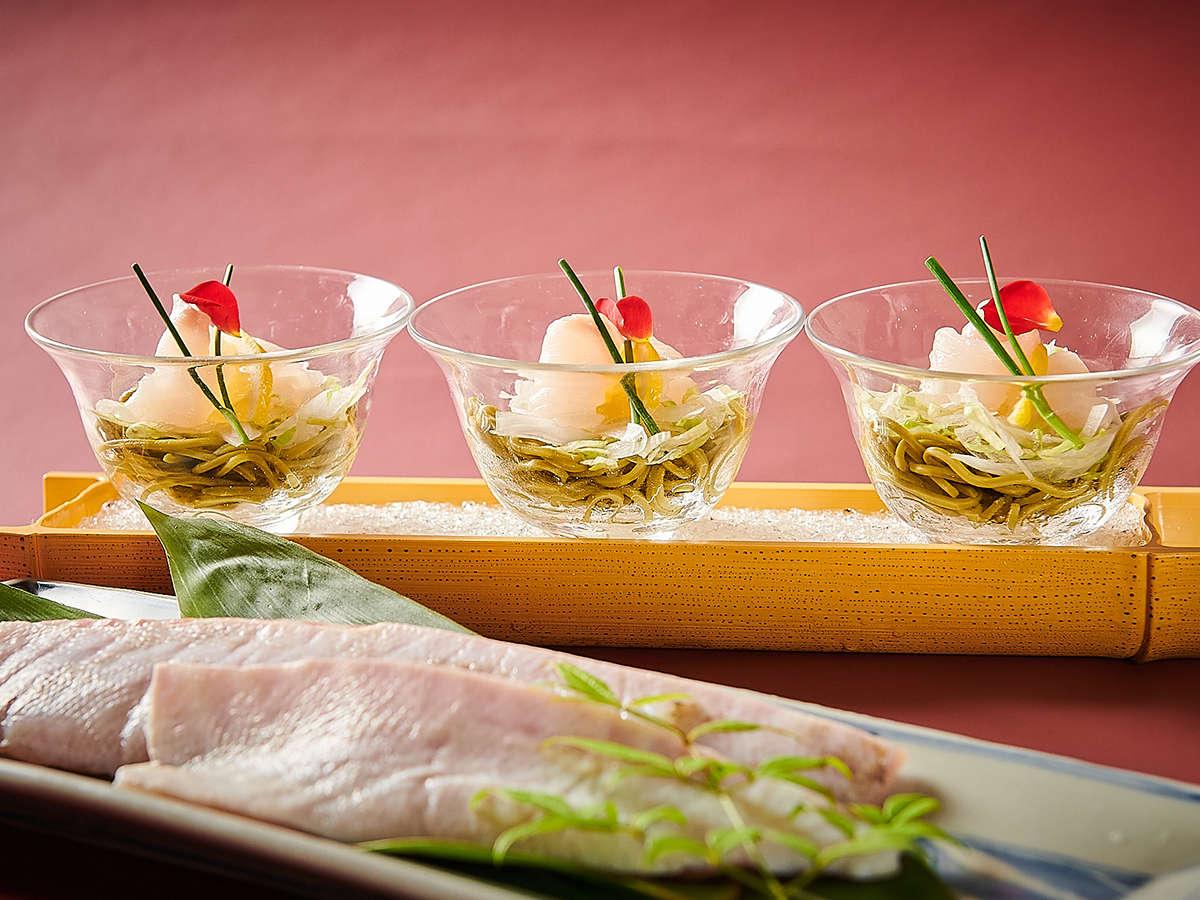 【王様のビュッフェ】紀州本九絵と若芽蕎麦のサラダ仕立て
