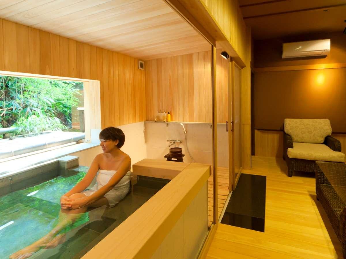 温泉貸切風呂『和楽』。外から吹き込んでくるマイナスイオンたっぷりの空気を浴びてリフレッシュ!