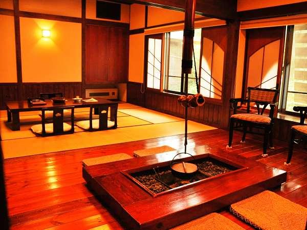 専用の囲炉裏が和の風情を楽しませてくれる限定1室の「春駒」(お部屋タイプは、中のお部屋)