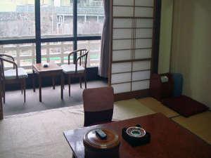 和室10畳+ベランダー川側