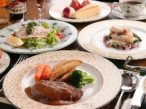 食前酒から始まる欧風フルコースのご夕食