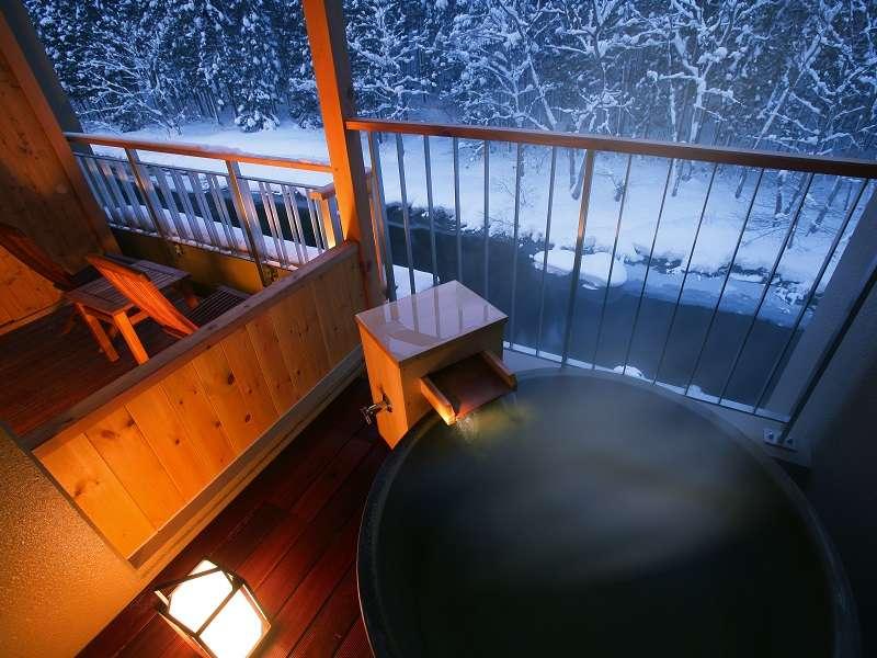 豊沢川を望む源泉かけ流しの客室露天風呂で、自分だけの特別な時間をお楽しみ下さい。