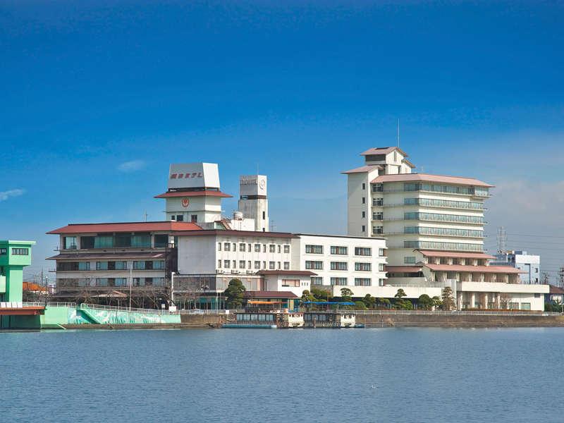 常陸利根川を望む潮来ホテル全景