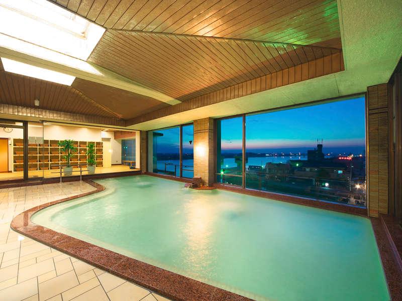 水郷の夕映えが美しい展望風呂