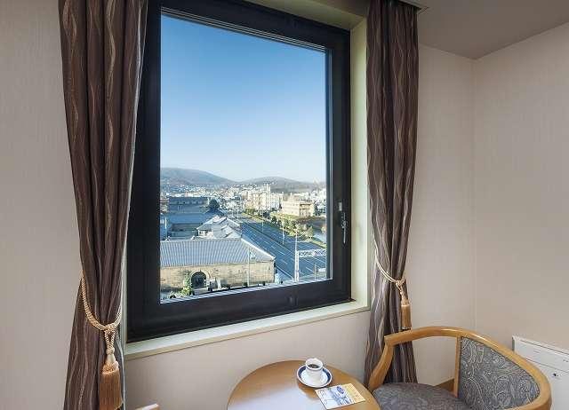 小樽倉庫と北運河側を望む客室からの風景