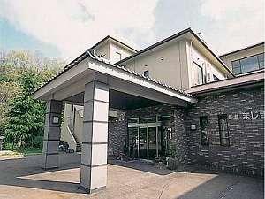 当館は国道400号沿いの一軒宿。築浅です。