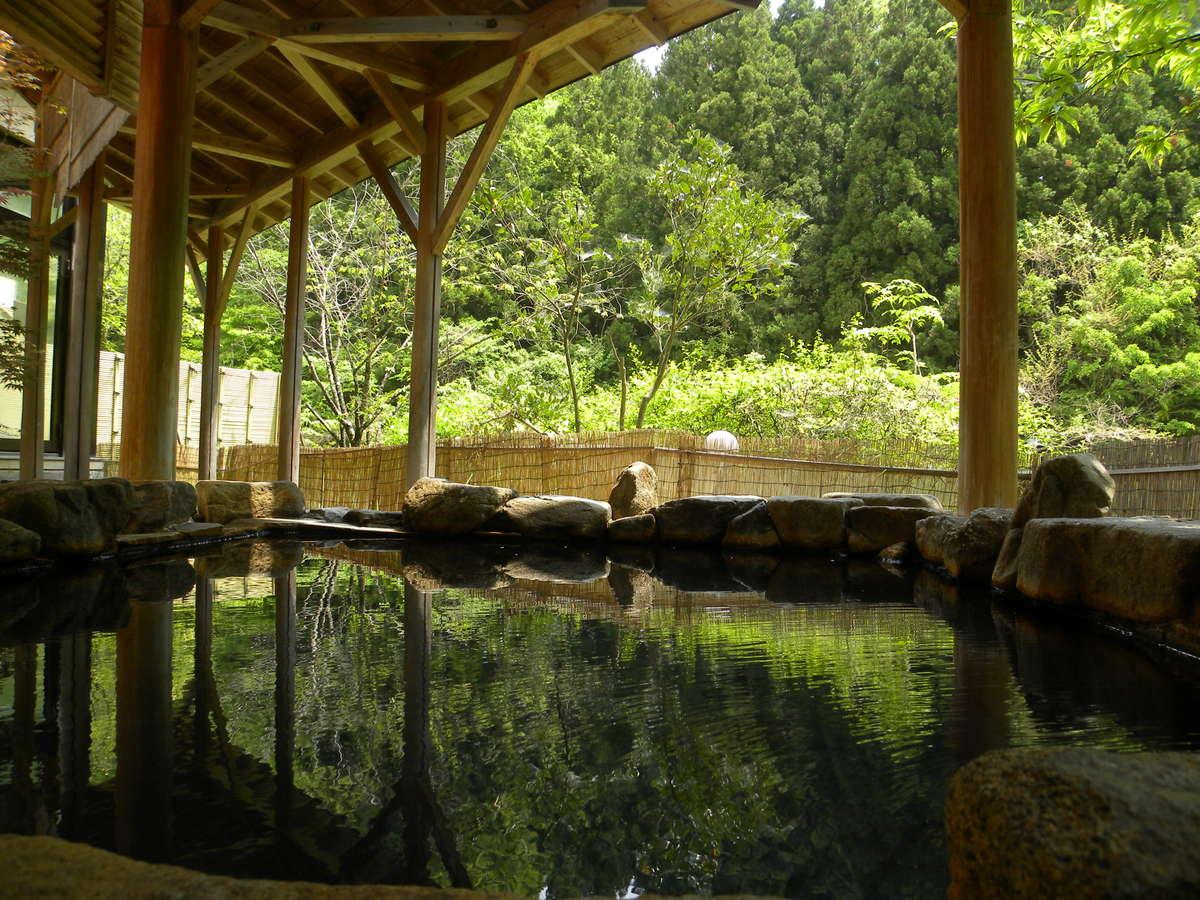露天風呂からは、塩原の自然が楽しめます