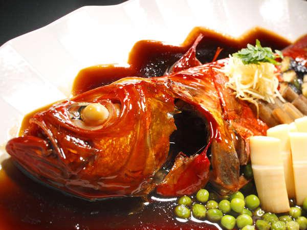 【金目鯛】添え付けの野菜にも旨みが染み込んだ金目鯛姿煮
