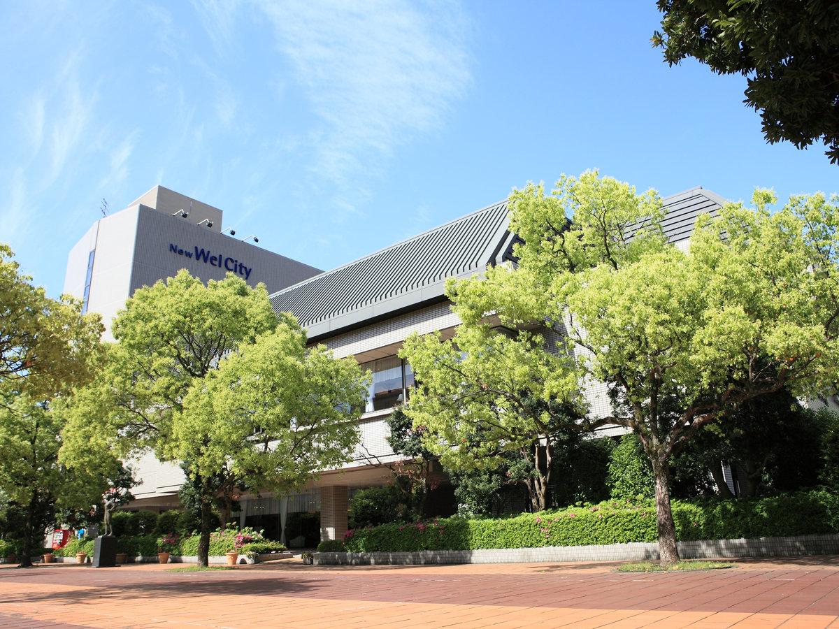 ★【外観】宮崎駅から徒歩3分!緑あふれる宮崎中央公園に隣接し、静かな時間をお過ごし頂けます。