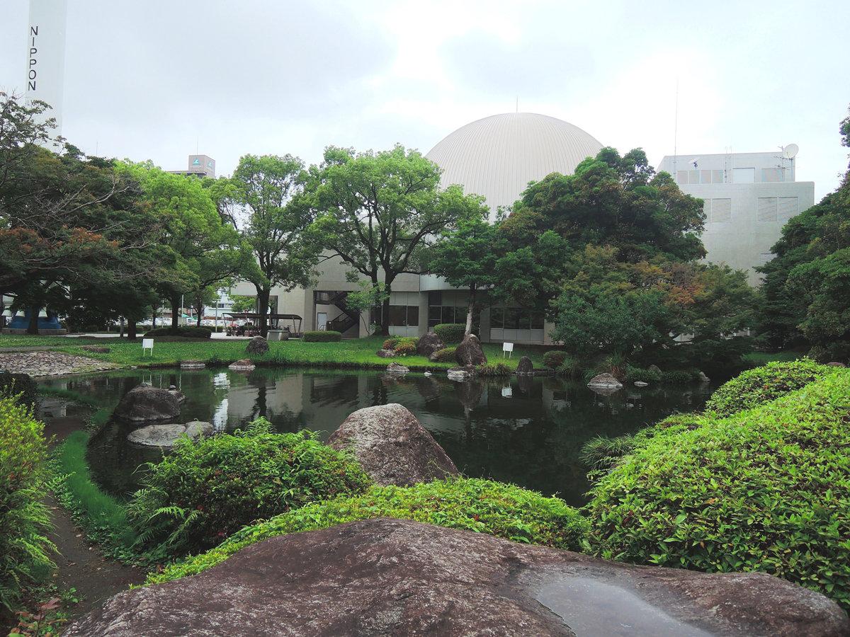 ★【宮崎中央公園】市中心部とは思えない緑豊かな公園。奥は科学技術館となっております。