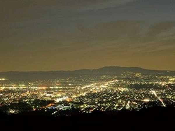 【若草山の夜景】若草山からの夜景は奈良が一望でき、宝石箱のようでロマンチック★