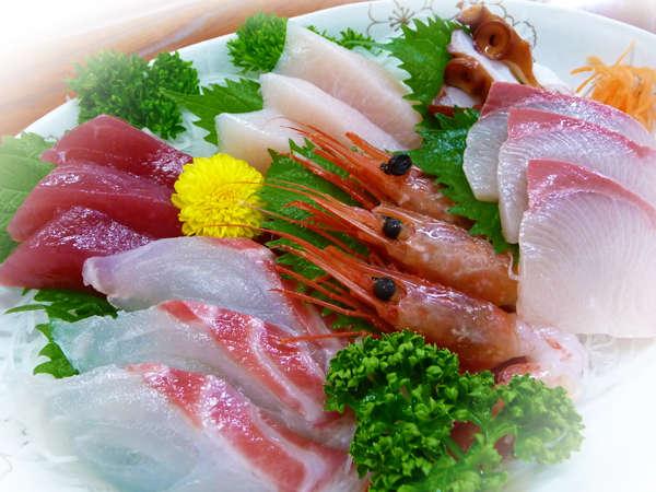 お刺身盛合せ。お刺身をたらふくどうぞ!! 全海鮮プランにお付けいたします。