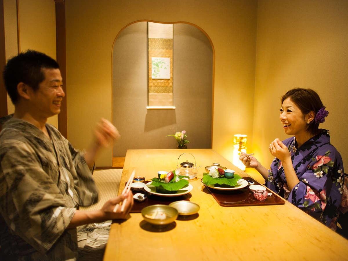 【個室料亭 曙】個室/段差のないテーブル席もご用意しております。ご予約時にお申し付けください