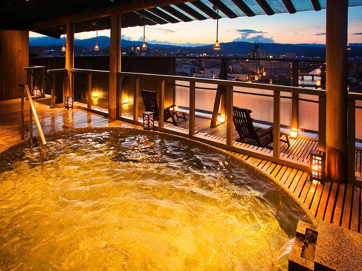 星空を眺める【露天風呂】など、「個性豊かな湯処」がじんわりとあなたの身体とこころを癒してくれます