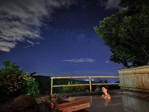 松川屋自慢の展望露天風呂。晴れた日には星空も望める。早起きして日の出鑑賞もおすすめ♪