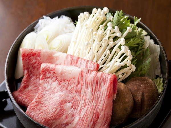 綺麗なサシが入ったとちぎ和牛をすき焼きで召し上がれ。