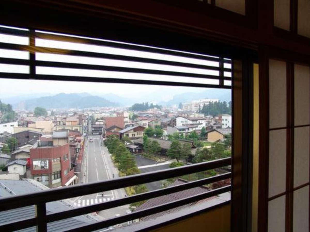 【町側客室からの景色 一例】飛騨高山の街を眺める事ができます