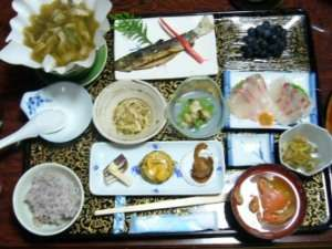 基本の夕食膳・山菜・キノコ鍋以外は季節によって変わります