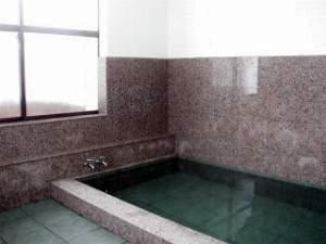 3~4人が一緒にはいれる大きさだから、家族風呂としてご利用ください。