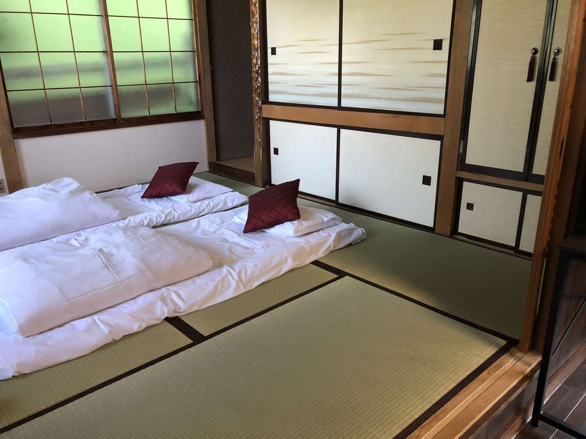 一階のリビングとなりの和室。2~3人用の寝室としてもご利用ください。