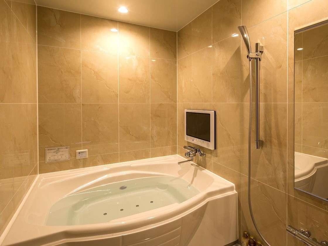 プレミアムキングルームの浴槽にも『ブロア+マイクロバブル』を導入。