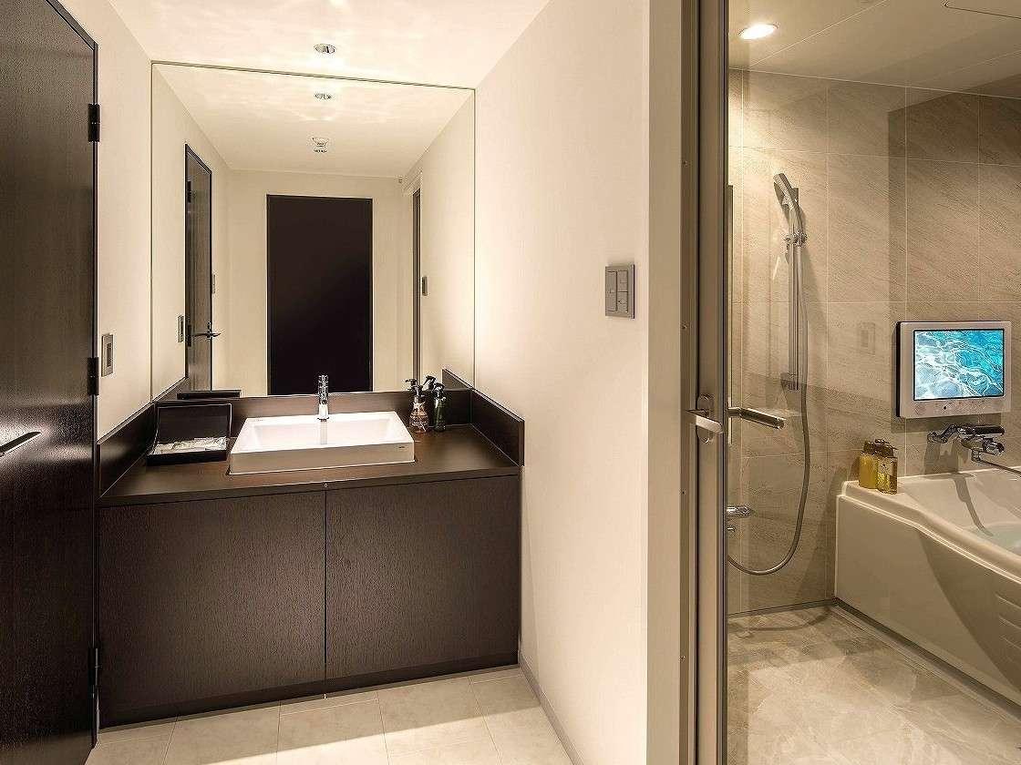 【プレミアムルーム/アーティストルーム洗面スペース一例】セパレートタイプでゆとりのある設計。