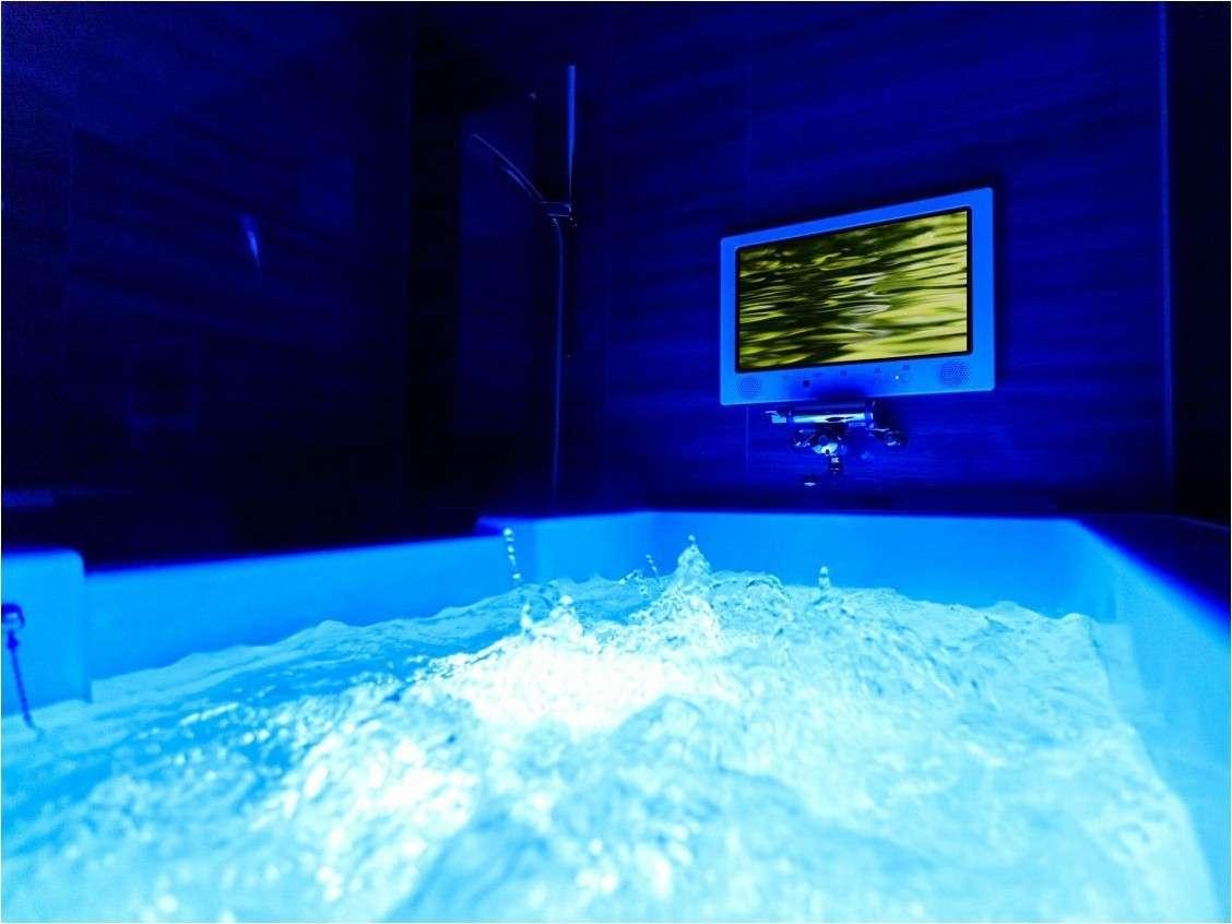 【プレミアムルーム/アーティストルーム浴室一例】美容効果のあるマイクロバブルバスを設置。浴室TVも完備