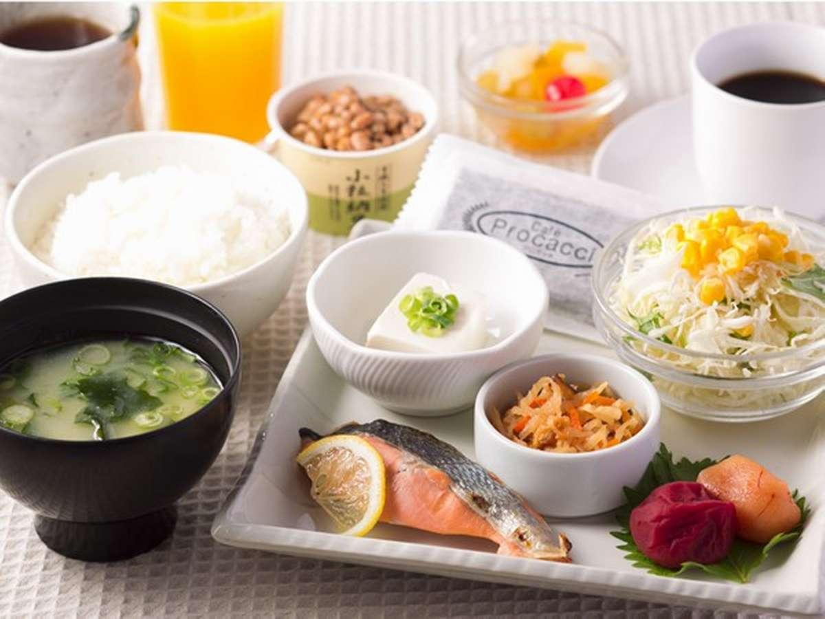 【和朝食】朝はやっぱり和食♪一番人気の和朝食。無添加ジュース付き♪