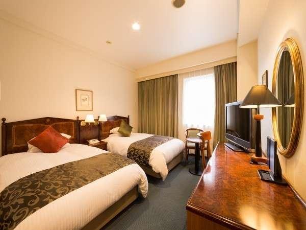 【レギュラーツイン】120cmのシモンズ社製ベッド2台を配置。リバービューツインルーム♪