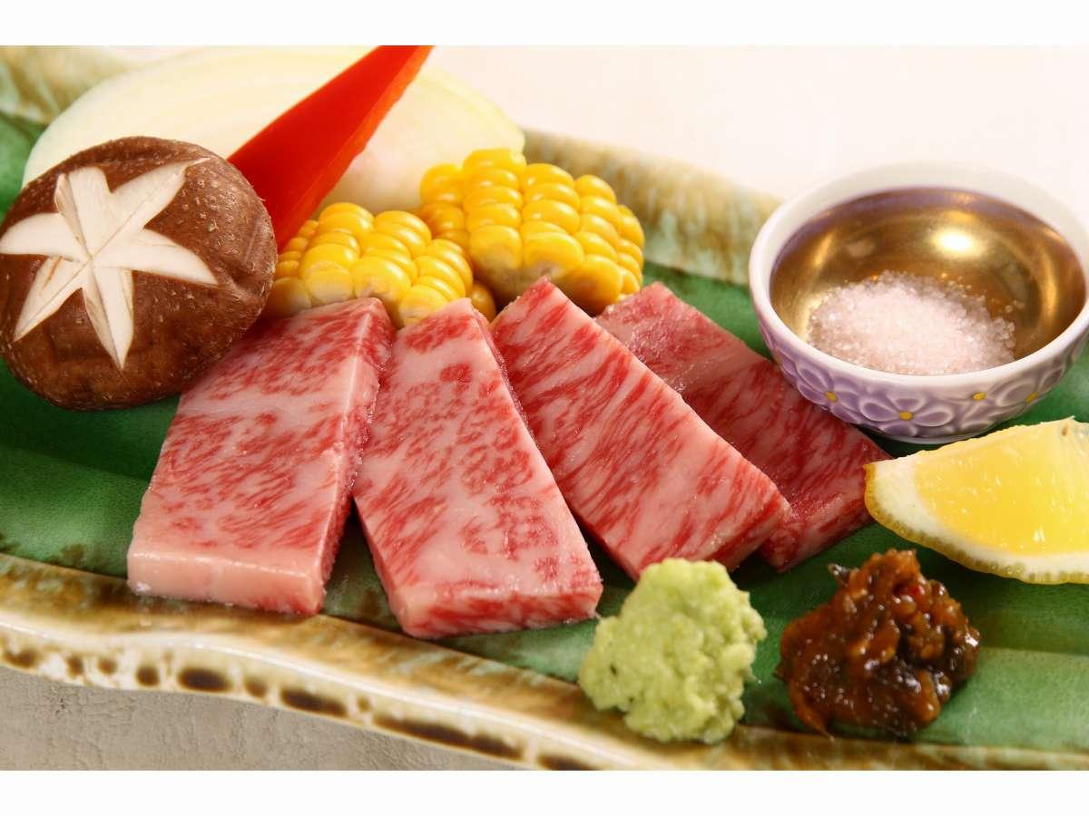白老牛は陶板焼きでお好きな焼き加減でお召し上がりください。