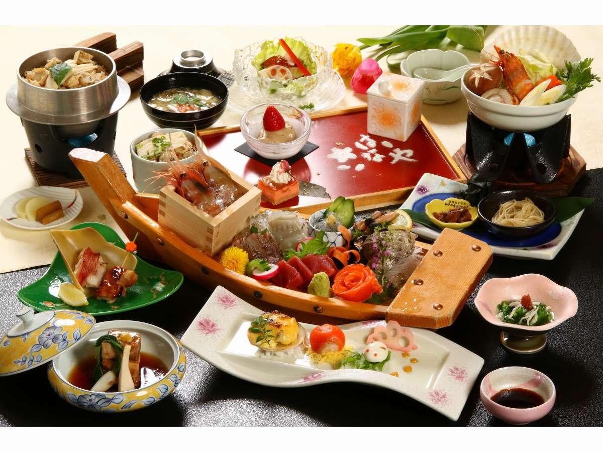 令和3年春舟盛会席 お造里は板長厳選七種盛り、ご飯は帆立、竹の子の入った釜飯でございます。