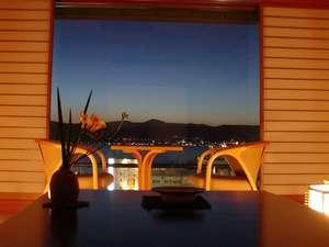 諏訪湖が見えるお部屋 お部屋から、諏訪湖の夕焼け。